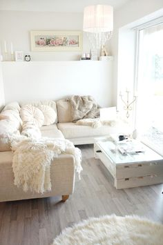 White pillows and pallet coffee table