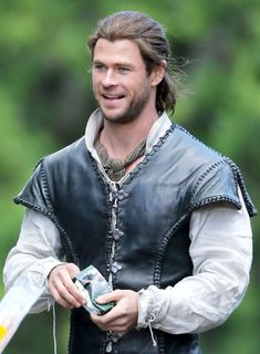 Chris Hemsworth Will Steal Your Heart With His Sexy Smile on Set of The Huntsman?See The Pic!
