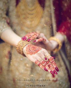 Simple Arabic Mehndi Designs, Mehndi Designs For Girls, Mehndi Designs For Fingers, Bridal Mehndi Designs, Mehandi Designs, Indian Wedding Songs, Desi Wedding Decor, Desi Wedding Dresses, Mehndi Pictures