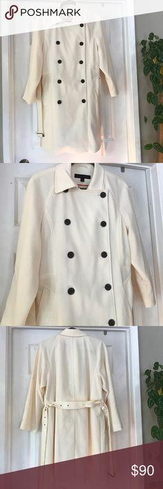 Anne Klein beautiful winter white lined coat Belted Anne Klein Jackets & Coats