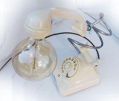 Ook geen rode telefoon maar liefelijk wit. Landline Phone, Crane Car