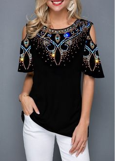 Tops For Women Round Neck Cold Shoulder Tribal Print Blouse Cold Shoulder Bluse, Look Fashion, Womens Fashion, Asian Fashion, Fashion Styles, Street Fashion, Trendy Fashion, Fashion Dresses, Trendy Tops For Women