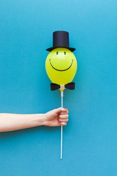 Smiley Face Balloon – Oh Happy Day Shop Balloon Hat, Mini Balloons, Balloon Crafts, Balloon Decorations, Diy For Kids, Crafts For Kids, Diy Crafts, Mason Jar Crafts, Mason Jar Diy