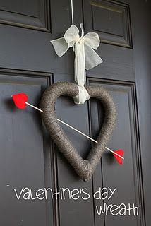 Cupid's Arrow Wreath at createcraftlove.com #wreath #valentinescrafts