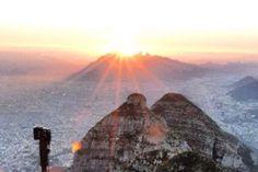 Amanecer desde el Pico Perico Cerro de las Mitras,vista al Cerro de la Silla.
