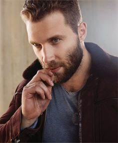 Jai Courtney just when I thought he couldn't get sexier he grew a fucking beard! OMG!