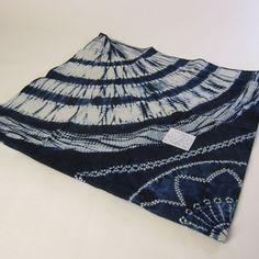 Shibori Fabric, Shibori Tie Dye, Stencil Fabric, Tie Dye Techniques, Textiles, Hijab Chic, How To Dye Fabric, Tye Dye, Fiber Art