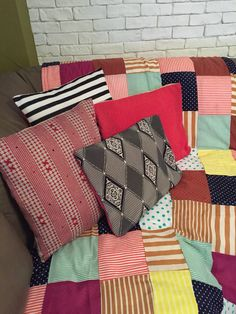 Patchwork blanket,polka pillows,cozy tectures.. @makeitminebymarias Patchwork Blanket, Cozy, Throw Pillows, Quilts, Bed, Cushions, Comforters, Stream Bed, Patch Quilt