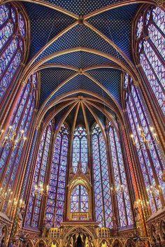 Bellissima veduta della Sainte-Chapelle, Parigi. Noi ne abbiamo parlato in questo articolo: http://restaurars.altervista.org/la-storia-della-sainte-chapelle-da-reliquiario-a-monumento-storico-nazionale-2/