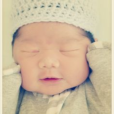 Such a sweet sleeping bundle! #armsupbaby
