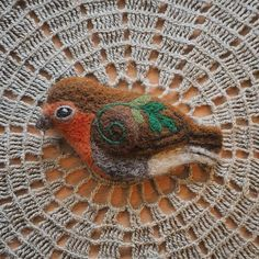 Robin bird brooch 🌲    #needlefelting #felting #felt #wool #etsy #etsyseller #etsysellersofinstagram #etsyshop #revonvilla #handcraft #brooch #pin #bird #birdlife #nature #naturelover #robinbird #europeanrobin #punarinta #lintu #huovutus #neulahuovutus #metsä #luonto #rintaneula #käsityö