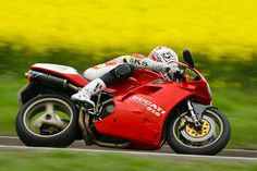 The SP version of the Ducati 916 is mainly addressed to those riders who make zero compromises when it comes to performance, this mac...