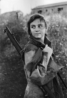 Description: Militia women/ Miliciana Date: ? Place: ?