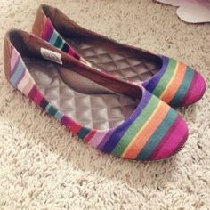 Rainbow multicolored ballet flats w/ pillow soles Rainbow multicolored flats. These flats are extremely comfortable. They have incredible pillow soles. Willing to bundle with other items and negotiate the price. Make an offer! Reef Shoes Flats & Loafers