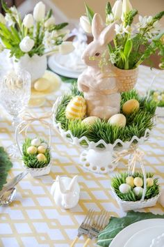 Easter Table Settings, Easter Table Decorations, Thanksgiving Table Settings, Decoration Table, Easter Decor, Easter Ideas, Ester Decoration, Easter Centerpiece, Hosting Thanksgiving