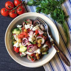 S Klárou v kuchyni: Zeleninový salát s cizrnou a fetou Foto: Feta, Potato Salad, Food And Drink, Potatoes, Chicken, Vegetables, Ethnic Recipes, Salads, Essen