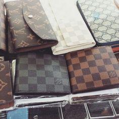 2effa722699a0 Carteiras Loui Vuitton Couro Grande R 220,00 Pequena R 140,00 Pague em 12x  no cartão. À vista desconto de 12%. Frete Grátis para todo Brasil.