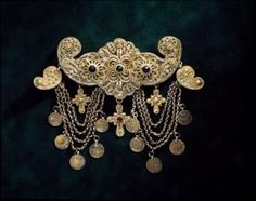 Albanian People, Greek Traditional Dress, Greek Dress, Greek Jewelry, Ancient Greek, Brooch, Antiques, Clothing, Gold