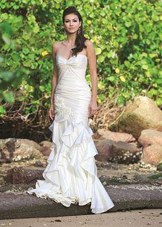 Augusta Jones's Marcy gown with sweetheart neckline. #RandyToTheRescue #BrideDay #Weddings