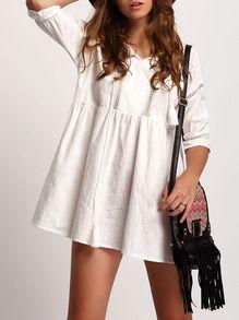 Белое платье со шнуровкой