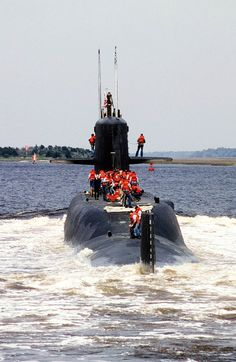 SSBN-658 Mariano G Vallejo is brought into Kings Bay after completing the Navy's 2,500th deterrent patrol on 1 October 1987.