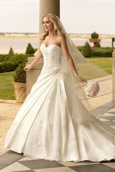 Stella York Wedding Dresses Photos on WeddingWire I love thisssss dress