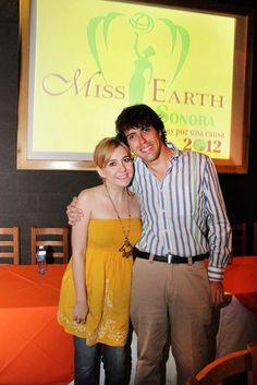 Con mi amiga Jessica Carvajal y tmb editora de la revista impresa ida y Vuelta, en la presentación a medios de Miss Earth Sonora 2012!!! buena vibra!!!