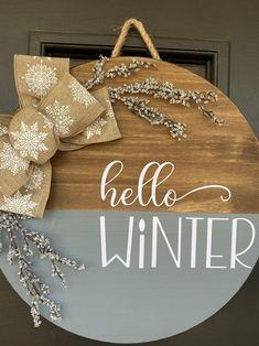 Halloween Door Hangers, Fall Door Hangers, Winter Home Decor, Fall Decor, Christmas Projects, Christmas Sale, Wooden Door Signs, Circle Painting, Welcome Door Signs