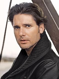 Eric Bana... they make them hot Down Under. I'm living in Australia in my next life.
