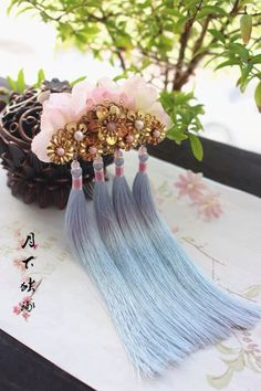 By Artist Unknown. Cute Jewelry, Hair Jewelry, Jewelry Crafts, Jewelry Art, Jewelry Accessories, Asian Hair Pin, Japanese Hairstyle, Ancient Jewelry, Hair Ornaments