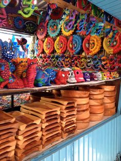 Madera y colorida cerámica