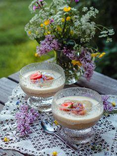 Ihana Raparperivispipuuro (G) Dessert Recipes, Desserts, Panna Cotta, Bread, Table Decorations, Baking, Breakfast, Tableware, Ethnic Recipes