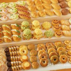 """249 Likes, 8 Comments - Sacchi * S+B (@sweetsbasket3652) on Instagram: """". まだやることいっぱいあるけどこれだけはやらなければ、とパンの集合写真撮りました! パンバイキング〜 , #ミニチュアパン #ミニチュアパン雑貨 #パン雑貨 #粘土 #clay #パン…"""""""