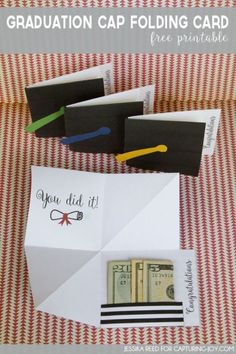 Graduation Cap Folding Card Free Printable gift idea (include money) Graduation Cap F Diy Graduation Gifts, Graduation Celebration, Graduation Ideas, Graduation Invitations, Graduation Theme, Graduation Parties, Graduation Decorations, Diy Spring, Diy Cadeau