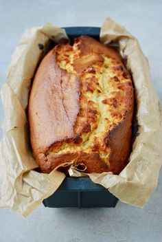 Yogurt Cake Cake light au yaourt - The Mona Project Sweet Recipes, Cake Recipes, Snack Recipes, Dessert Recipes, Cake Light, Yogurt Cake, Yogurt Recipes, Köstliche Desserts, Food Cakes