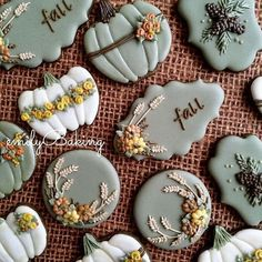 How stunning are these Fall cookies by @emilybaking!?
