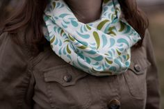Make your own infinity scarf with this free tutorial!