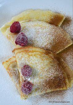 Clatite spumoase din albusuri | Savori Urbane Baby Food Recipes, Cake Recipes, Dessert Recipes, Cooking Recipes, Romanian Desserts, Romanian Food, Romanian Recipes, Good Food, Yummy Food