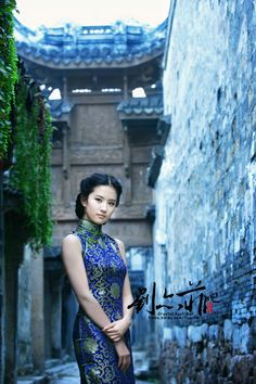 Sweet Hairstyles, Tiara Hairstyles, Asian Woman, Asian Girl, Art Of Beauty, Cheongsam Dress, Digital Art Girl, Beautiful Asian Women, Traditional Dresses