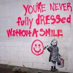 non sei mai completamente vestito senza un sorriso
