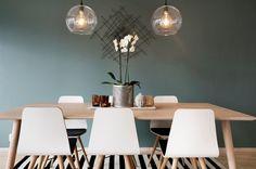 (5) FINN – Hvitpigmentert spisebord og Beaver spisestol med sittepute fra Bolia