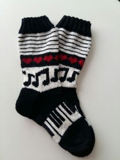 Kuvahaun tulos haulle kalanruotoneulos Fair Isle Knitting, Knitting Socks, Hand Knitting, Knitting Patterns, Slipper Socks, Slippers, Norwegian Knitting, Knit Stockings, C2c Crochet