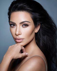 "Kim Kardashian apologizes after defending Jeffree Star: ""I feel a bit naïve"" Kim Kardashian is feeling ""a bit naive"" after defending makeup artist Jeffree Star. #Kardashians #KUWTK"