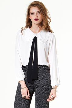 Love this bow blouse / Mon Chat Bow Blouse Discover the latest fashion trends online at storets.com