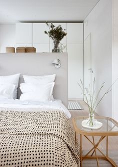 Creative All white Master Bedroom Design Ideas Closet Bedroom, Home Bedroom, Modern Bedroom, Master Bedroom, Bedroom Decor, Bedrooms, Suites, Bedroom Carpet, Headboards For Beds