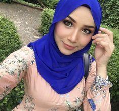 Beautiful Arab Women, Beautiful Hijab, Cute Girls, Cool Girl, Moslem, Batik Kebaya, Iranian Women Fashion, Muslim Beauty, Dark Skin Girls