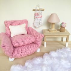 """256 Synes godt om, 12 kommentarer – Whimsy Woods Designs. (@whimsy_woods) på Instagram: """"A close up picture of a few of our @collaborate4acause auction items. This crochet armchair made by…"""""""
