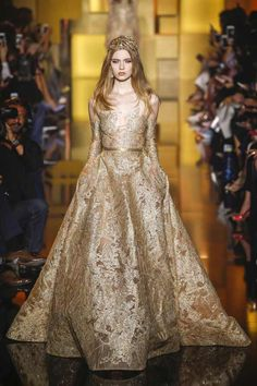Elie Saab Couture Fall-Winter 2015/16 #ElieSaab,#ElieSaabCouture,#fallwinterfashion,#womenfashion,#voguecollections