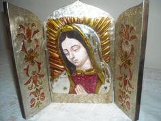 tríptico de madera repujado,virgen de guadalupe tríptico de madera madera,metal,lacas repujado a mano,pintura de vitral