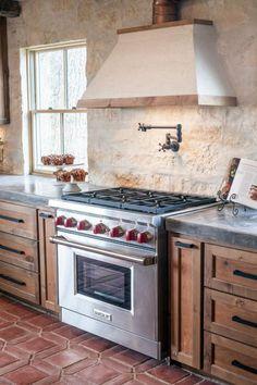 41 Trendy Kitchen Colors For Walls Dark Cabinets Fixer Upper Rustic Kitchen, New Kitchen, Kitchen Decor, Kitchen White, Kitchen Ideas, Texas Kitchen, Fixer Upper Kitchen, Ranch Kitchen, Vintage Kitchen